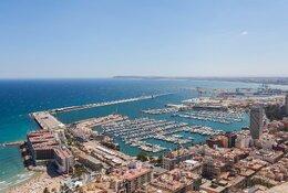 Alicante per trein