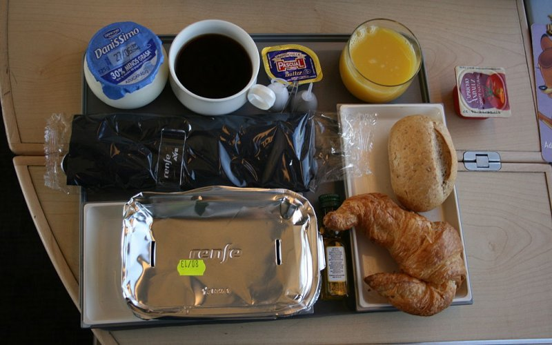Trains Sevilla to Madrid - Renfe / Spain - Ave  food on-board first class / preferente