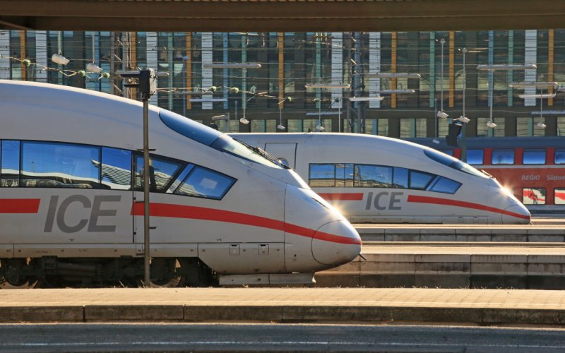 Trains Frankfurt am Main Hbf (Main station) to Munich Hbf - Deutsche Bahn / Germany - ICE International exterior
