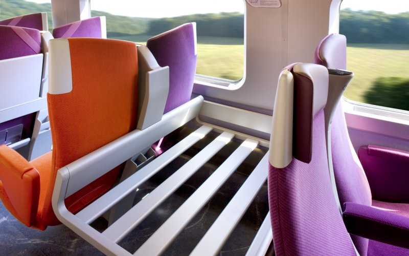 Trains Hendaye to Paris - SNCF / Trains in France - TGV Interior luggage storage