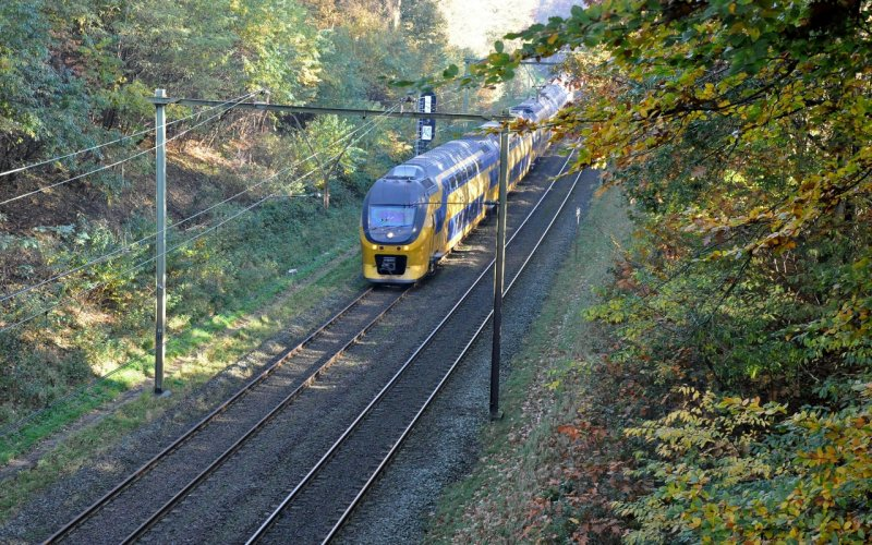 Trains Amsterdam C to Göteborg Central - Intercity in autumn
