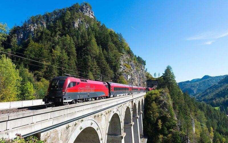 Trains [from] to [to] - OBB / Austria - Railjet viaduct