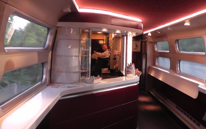 Trains Paris to Amsterdam - Thalys restaurant / bar / dining