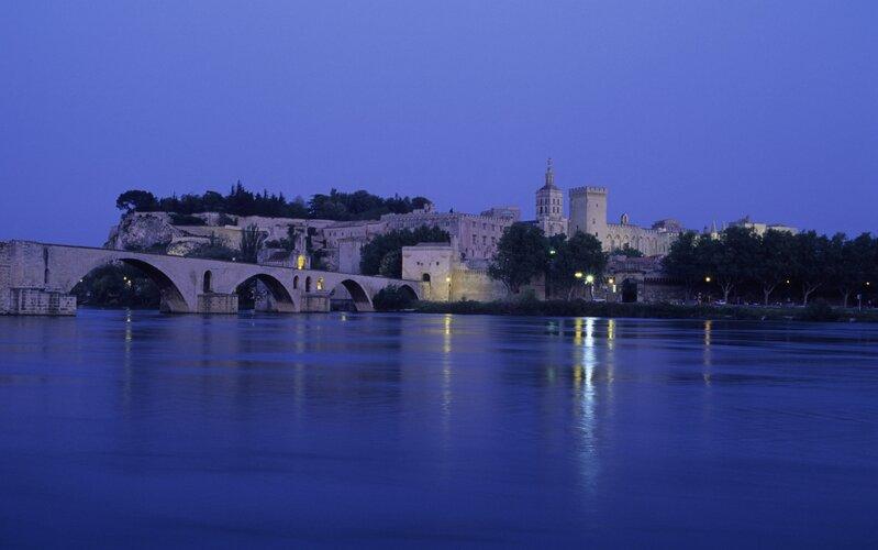 Trains to Avignon - City view