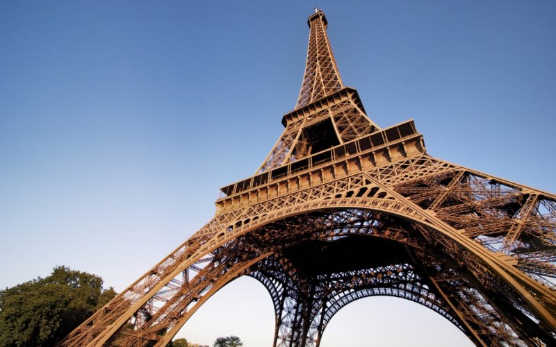 Trains to Paris - Eifel Tower