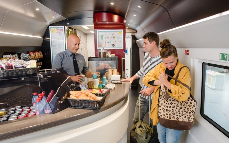 Trains London to Paris - Eurostar restaurant / bar/ dining on-board