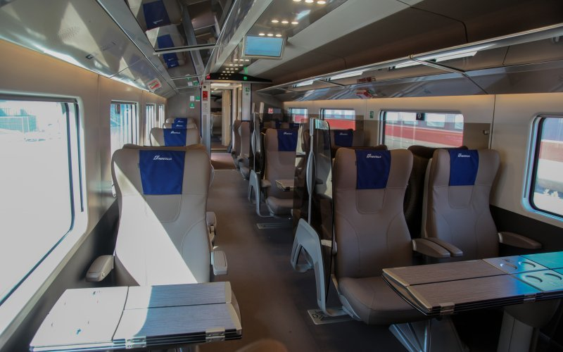 Trains Pisa to Firenze - Trenitalia / Italy - Interior first class