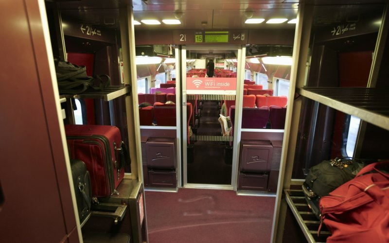 Trains Paris to Amsterdam - Interior Thalys, luggage storage