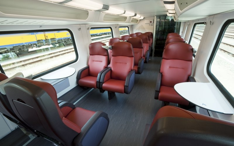 Trains Amsterdam Centraal (Main station)  to Utrecht Centraal - First class interior