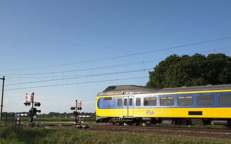 Trains Amsterdam Centraal (Main station)  to Schiphol (Airport) - Koploper Intercity exterior