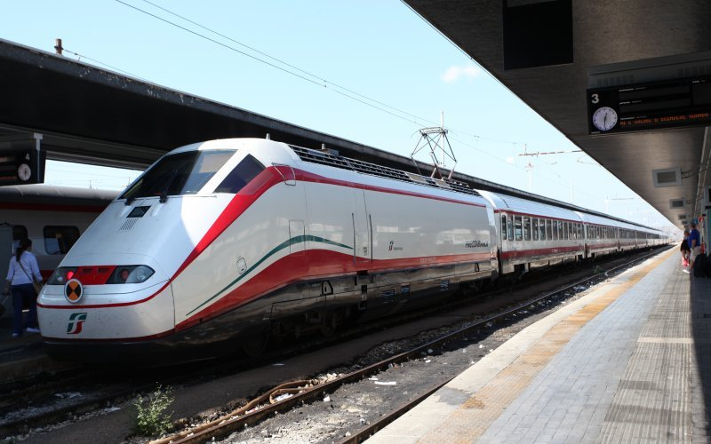 Trains [from] to [to] - Trenitalia / Italy - Frecciabianca exterior