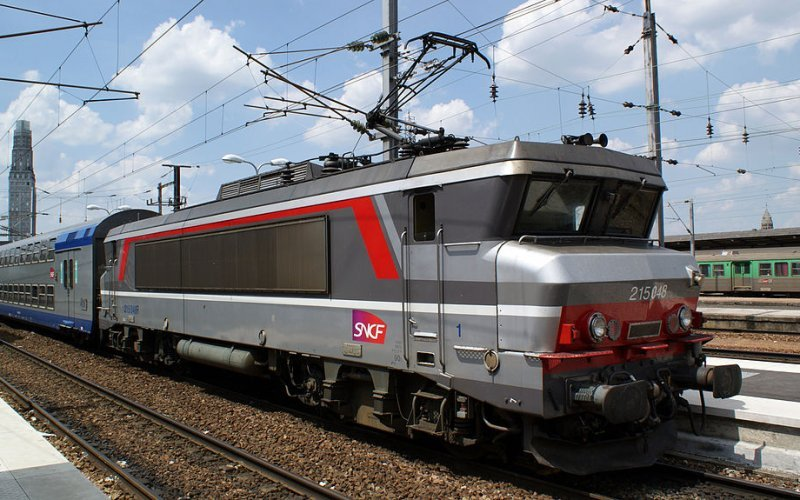 Trains Hendaye to Paris - SNCF / France - Intercity exterior locomotive