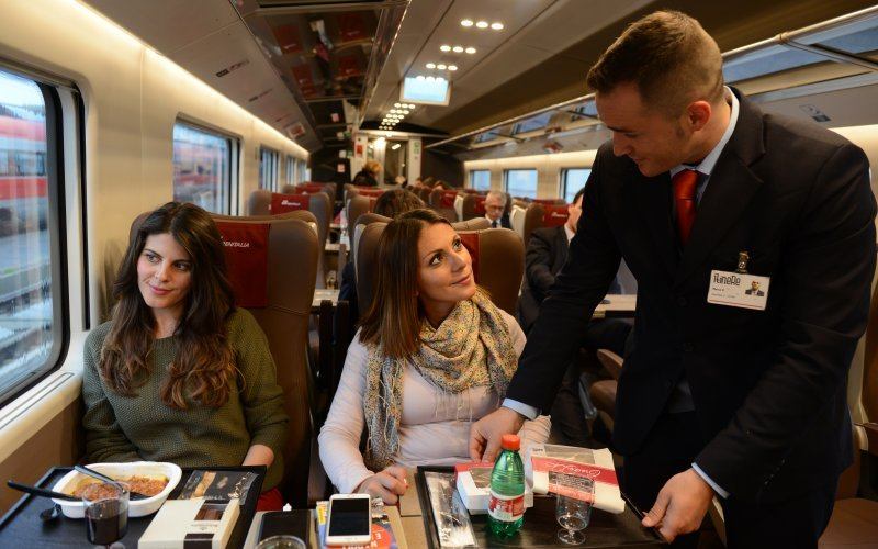 Trains Roma to Milano - Trenitalia / Italy - First class interior