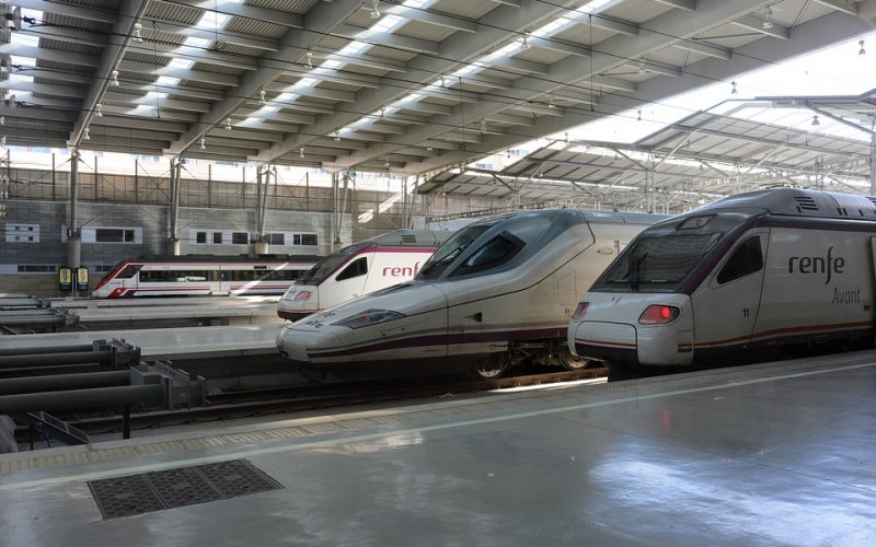 Trains Figueras to Girona - Renfe / Spain - Trains at the station