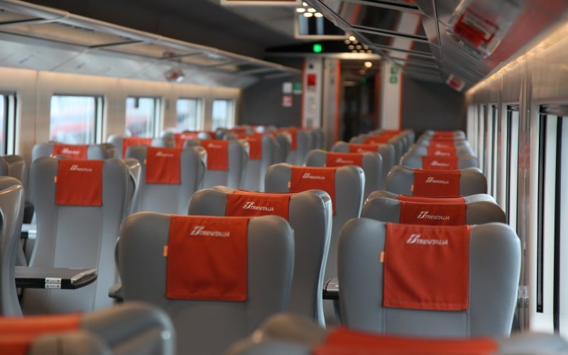 Trains Roma to Milano - Trenitalia / Italy - Second class interior
