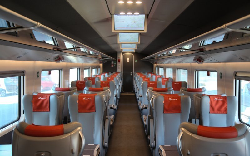 Trains Pisa to Firenze - Trenitalia / Italy - Second class interior