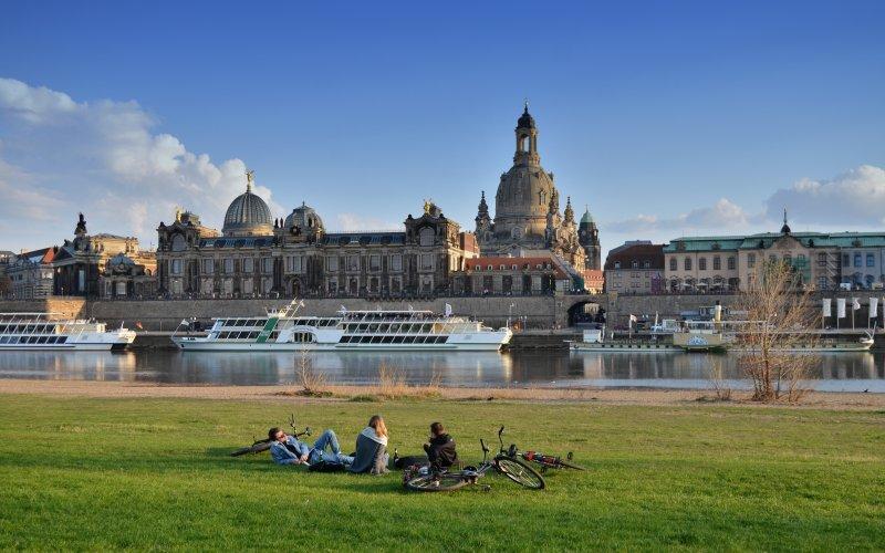 Trein naar Dresden - Stadsgezicht