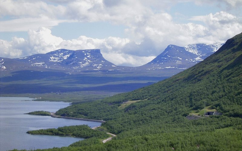 Trains to & from Abisko | Abisko near the mountains
