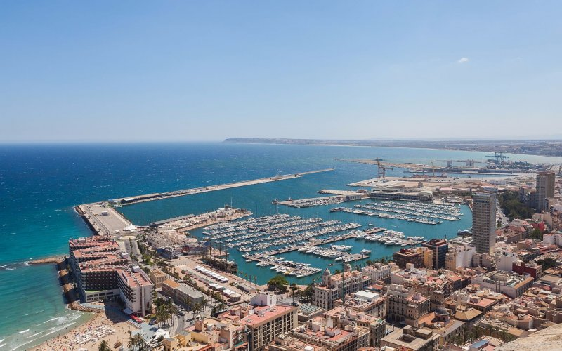 Trains to & from Alicante | Alicante harbour