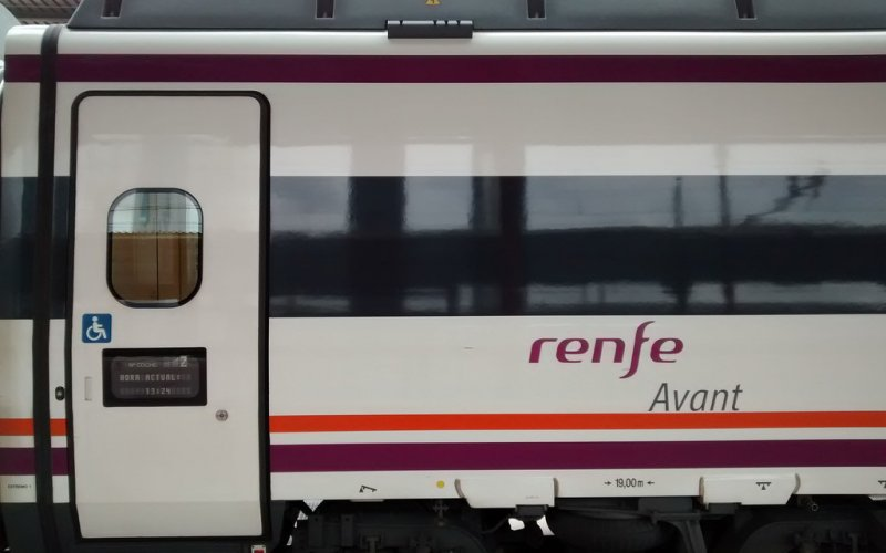 Avant | Trains in Spain | Ready for departure