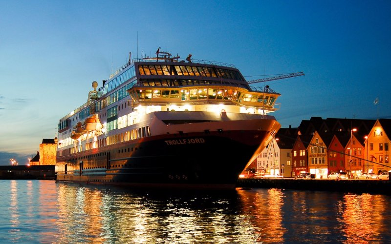Trains to & from Bergen | Hurtigruten ferry in Bergen harbor