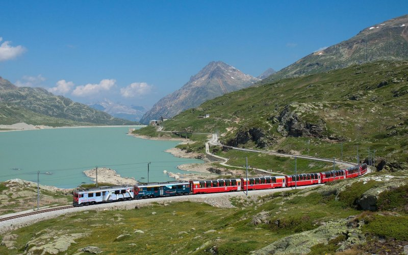 Trains to & from St Moritz | Travel on the Rhatische Bahn