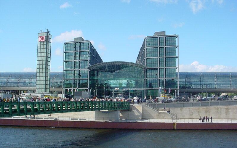 Berlin Hauptbahnhof - Train times, tickets, lockers and hotels