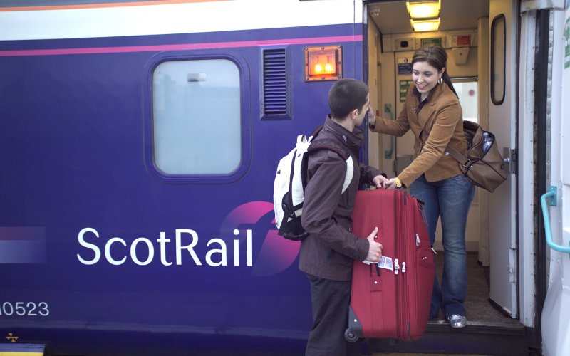 Trains Edinburgh to Glasgow - ScotRail - Cheap Train Tickets UK - 1st class