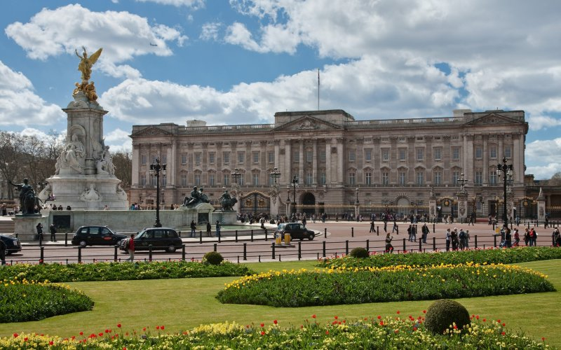 Cheap Train Tickets London - Visit Buckingham Palace