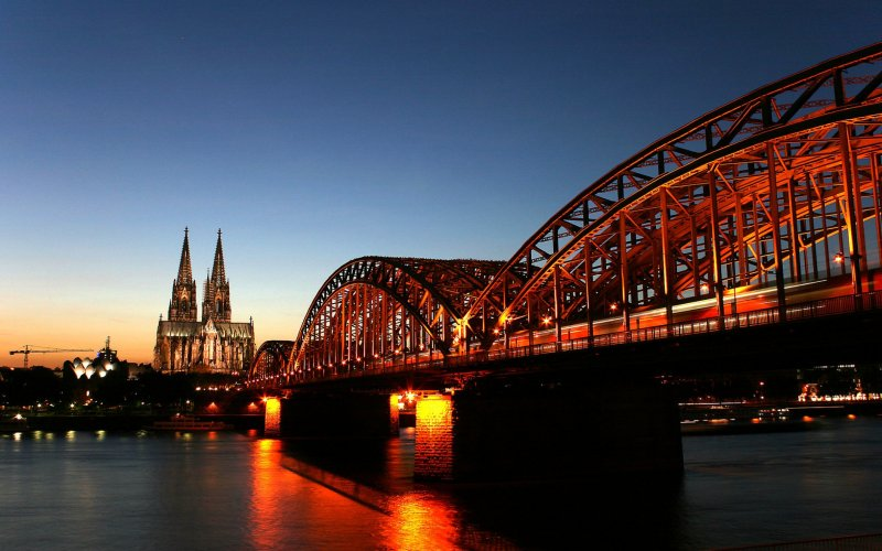 Trains to & from Cologne | Cross the Cologne Hohenzollernbrücke