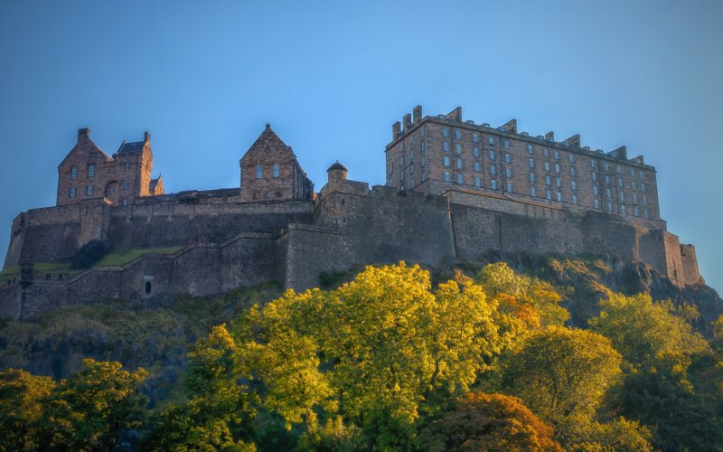 Visit Edinburgh by train - All train tickets and rail passes