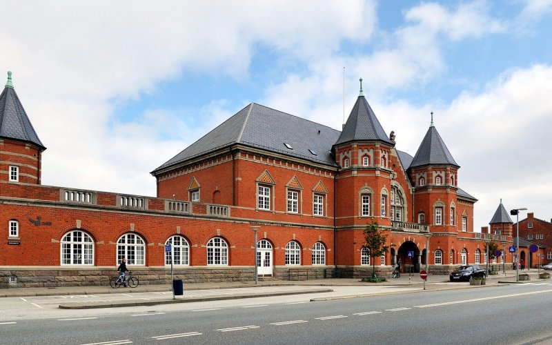 Arrive at Esbjerg Railway Station - All train tickets and rail passes