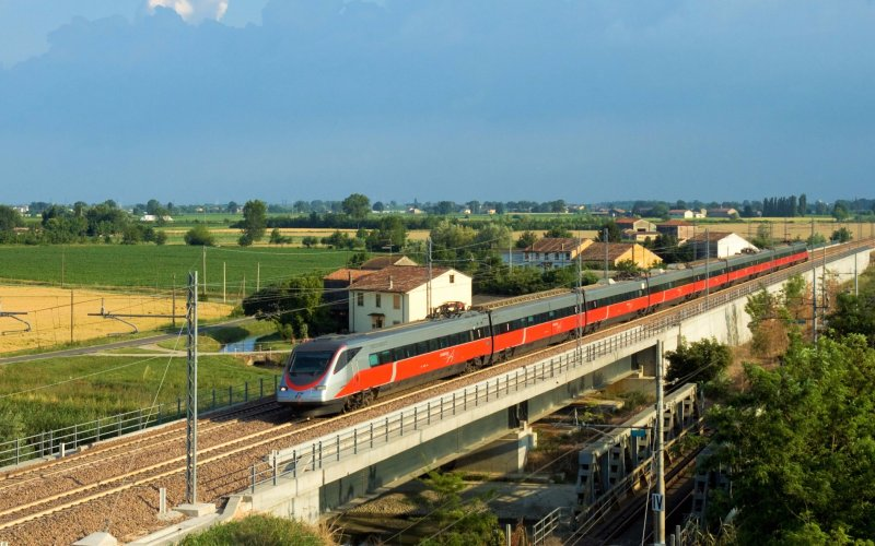 Trains in Italy - Travel on the Frecciagento - All train tickets and rail passes