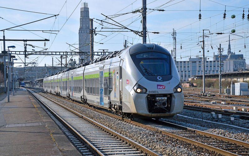 Intercité | Trains in France | Train on its way