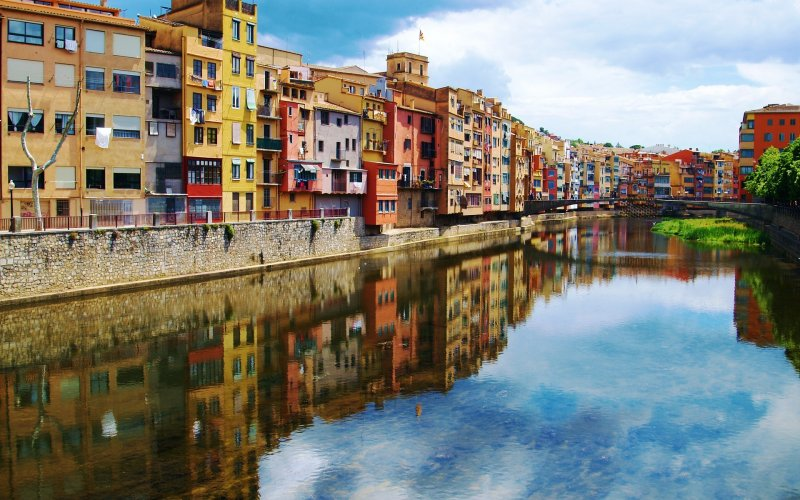 Trains to & from Girona | River side