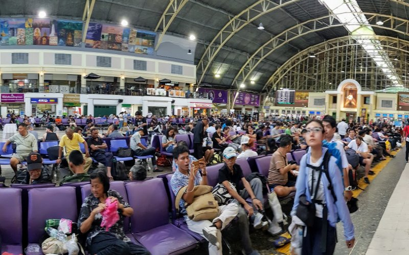 Thailand by Train | Waiting Room in Bangkok Hualamphong Train Station