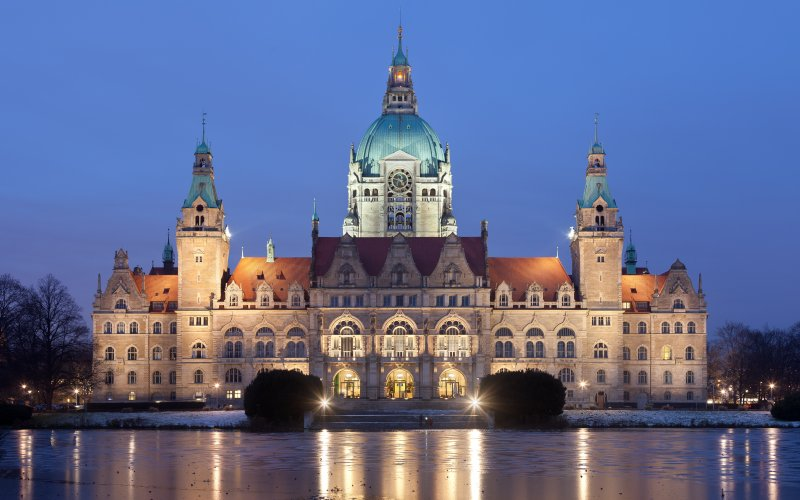 Trains to & from Hannover | Neues Rathaus Hannover