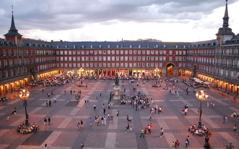 Visit the Plaza Mayor - All train tickets and rail passes