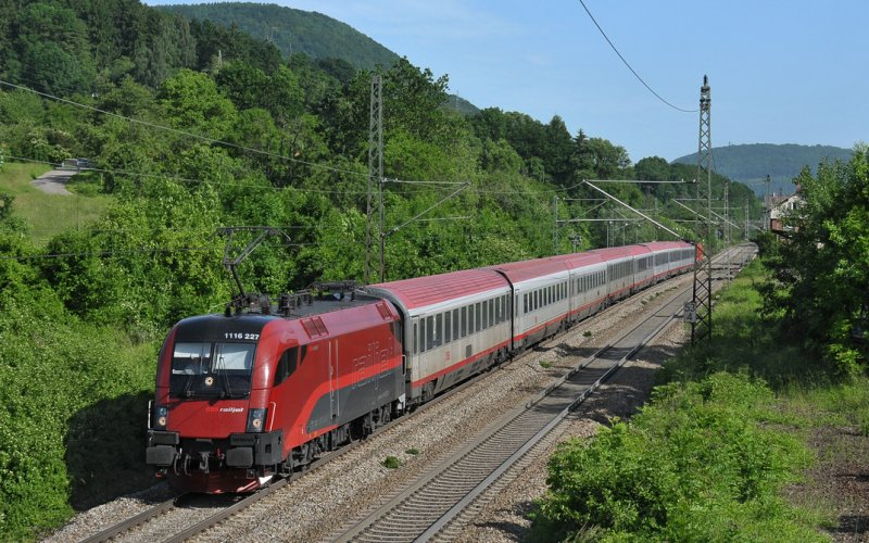RailJet | Trains in Europe | RailJet en route through Austria