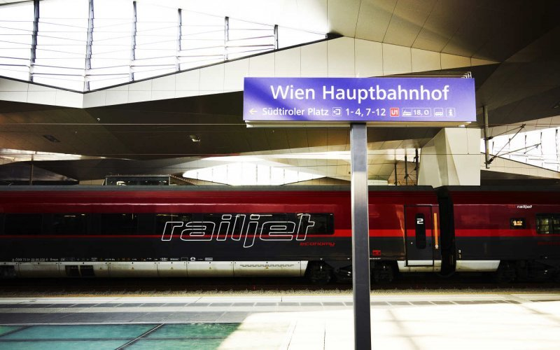 Trains Prague to Vienna - Railjet OBB Wien Hbf