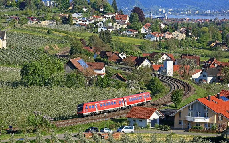 Regional Express (REX) Austria | Trains in Austria | Train on its way near Lindau