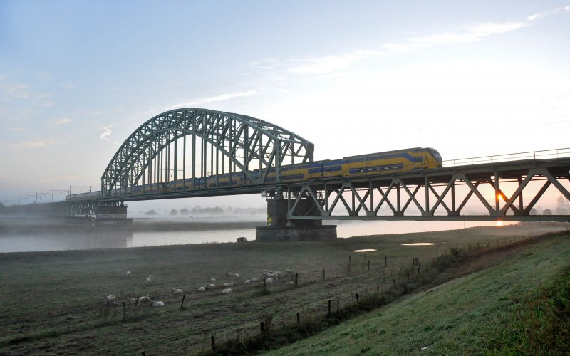 InterCity The Netherlands | Trains in The Netherlands | InterCity crossing the river Rhine
