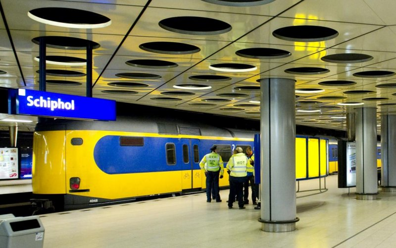 Train Amsterdam Airport to Amsterdam Centraal Station - All train tickets and rail passes