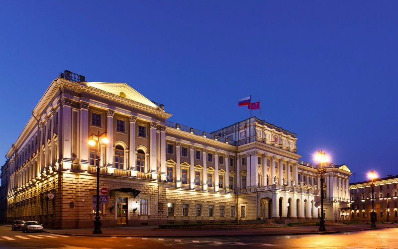 Trains to & from St Petersburg | St Petersburg architecture