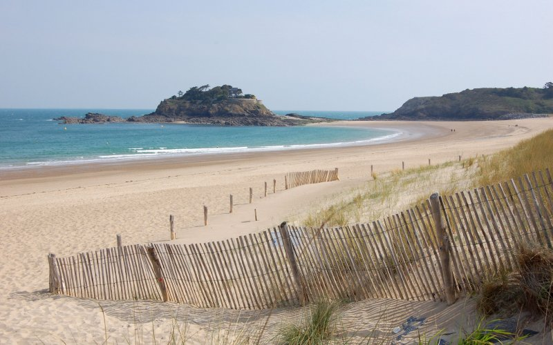 Trains to & from St Malo | St Malo beach