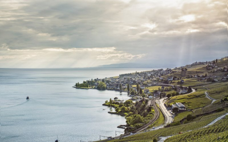 Trains in Switzerland | Swiss Travel Pass | Lake view