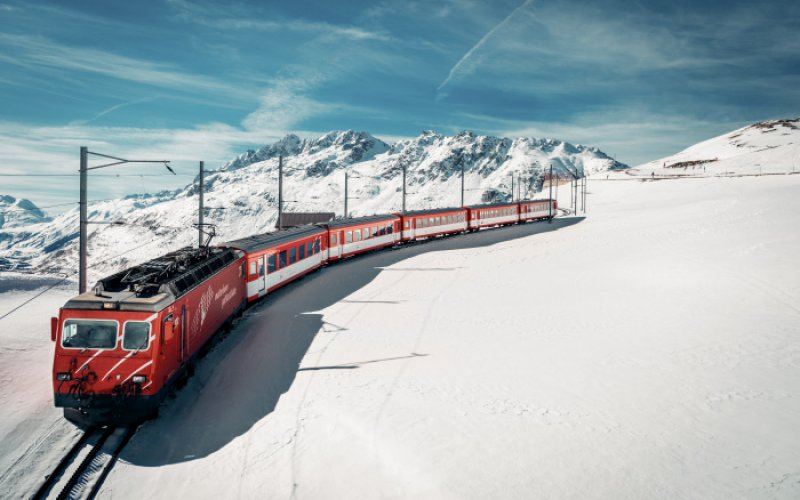 Trains in Switzerland | Swiss Travel Pass | Train through the snow
