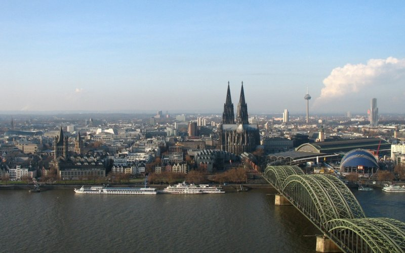 Trains to & from Cologne | Cologne skyline