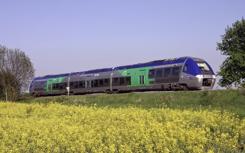 Trains Express Régional   Trains in France   Train en route through France