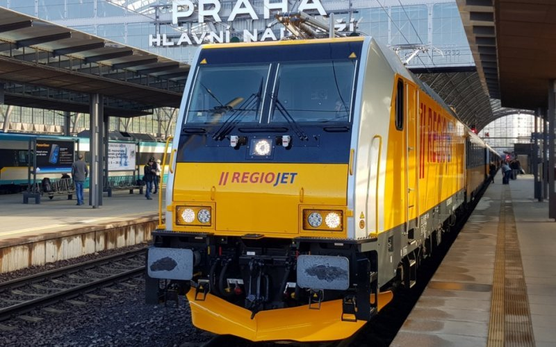 Trains Prague to Vienna - Regiojet locomotive